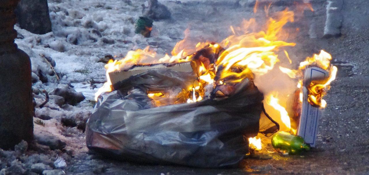 026b9817072 Un mic foc de tabara pe Magheru – nwradu blog