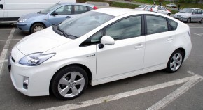 lateral - toyota prius