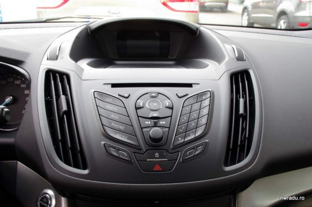 noul_ford_kuga_27_consola_audio_trend