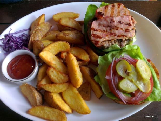 embassy_burger_04_bacon