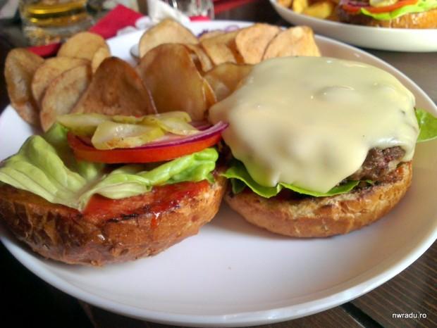 embassy_burger_06_cheese