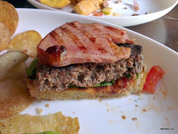 embassy_burger_12_bacon