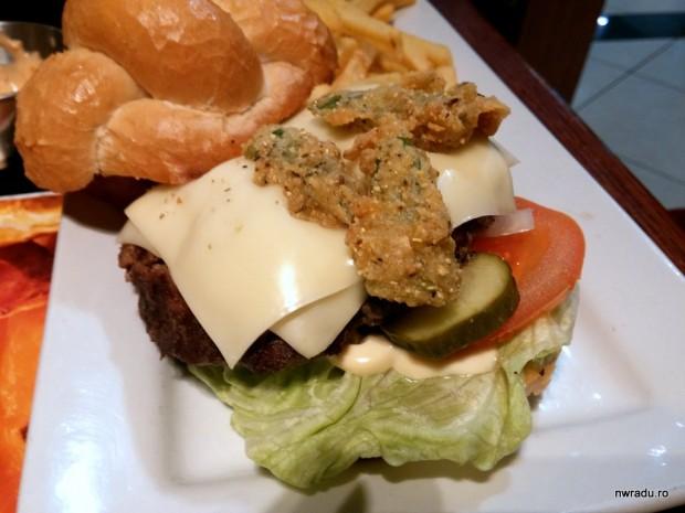 ruby_tuesday_pretzel_burger_10