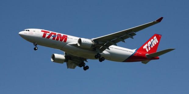 A330_Tam_Airbus_A330-223_PT-MVP