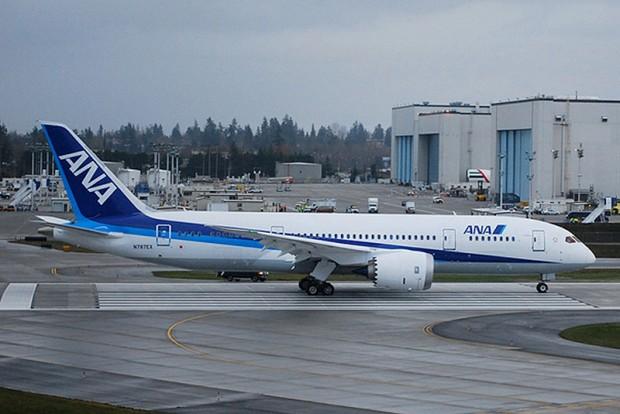 B787_All_Nippon_Airways_Boeing_787_Dreamliner_two