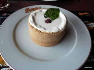 champions_marriott_burger_20_cheesecake