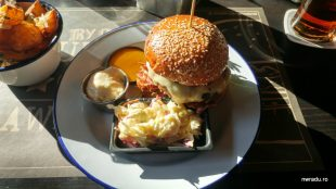 switch_eat_burger_pulled_3