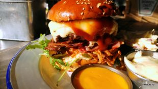 switch_eat_burger_pulled_4