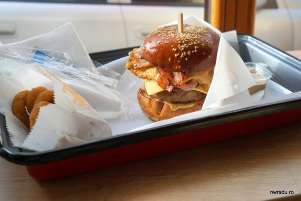 aria_gourmet_burger_04_garage_machoman_burger