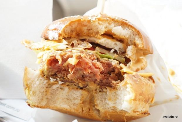 aria_gourmet_burger_10_garage_machoman_burger