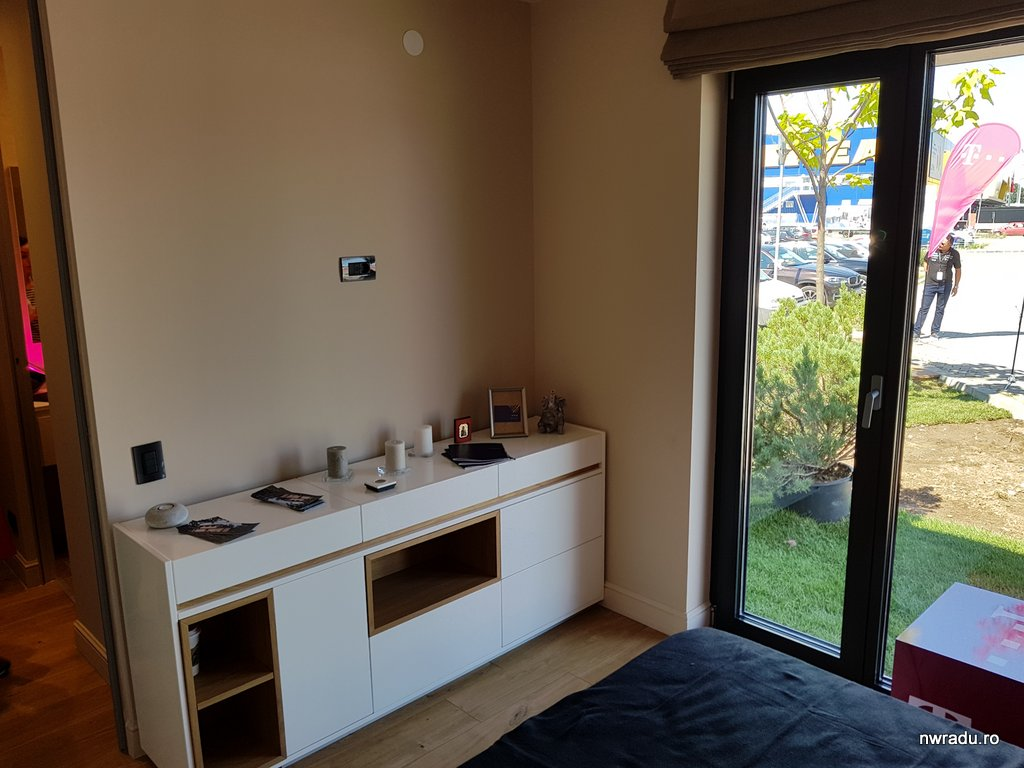 telekom prezint o solu ie smart home bazat pe. Black Bedroom Furniture Sets. Home Design Ideas