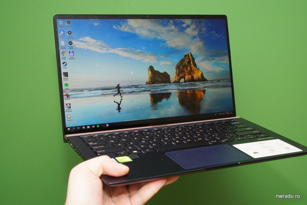 Review: Asus Zenbook 14 UX433 este un ultrabook excelent